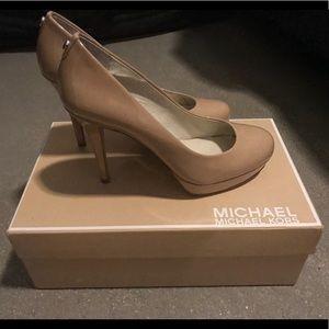 New! MICHAEL Michael Kors Ionna pumps